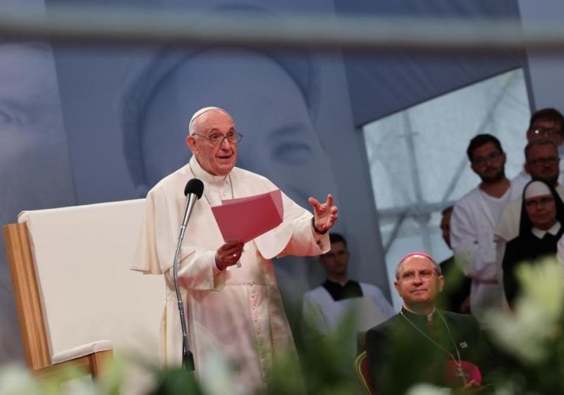 Svätý  Otec František sa prihovára mladým v Košicicach
