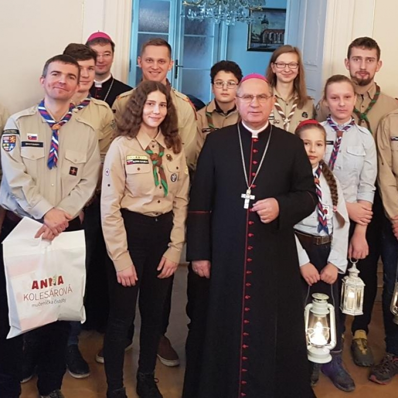 Betlehemské svetlo prijal košický arcibiskup Bernard Bober