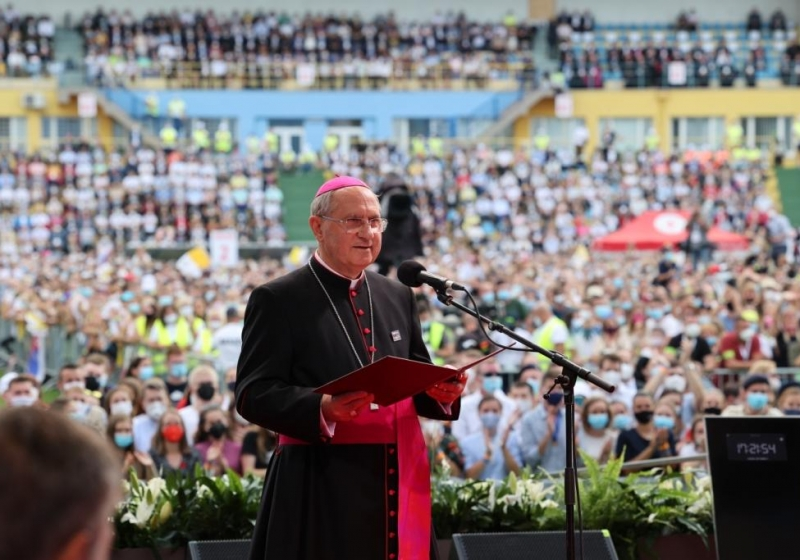 Pápeža Františka víta košický arcibiskup Bernard Bober