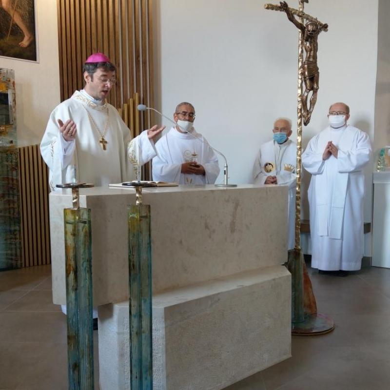 Biskup Marek Forgáč konsekroval kostol v Demjate